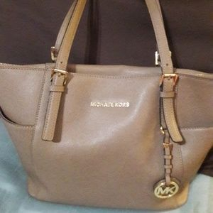 Micheal kors authentic tan purse